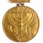 Huy chương vàng đường kính 10cm trong kho báu cổ